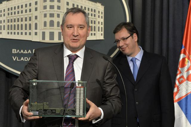 Rogozin holds a model of the S-300 missile system (Tanjug)