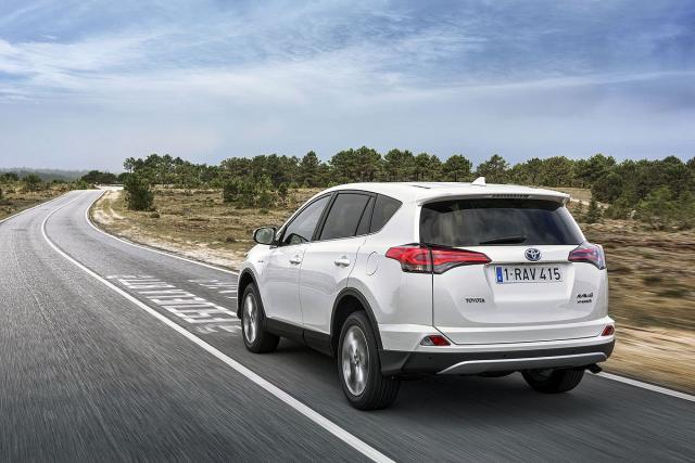 Toyota RAV4 2.5 VVT-I Hybrid: zapremina (benzinca) 2494 ccm; uk.snaga 145 kW (197 KS) pri 5.700 o/min; uk.maks.obrtni moment 206 Nm pri 4.400-4.800 o/min