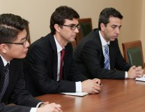 Daehaeng Kim (L) and Sebastian Sosa (C) are seen during the meeting with Vucic (Tanjug)