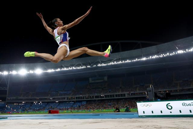 Elyria grad Tianna Bartoletta soars to gold in long jump