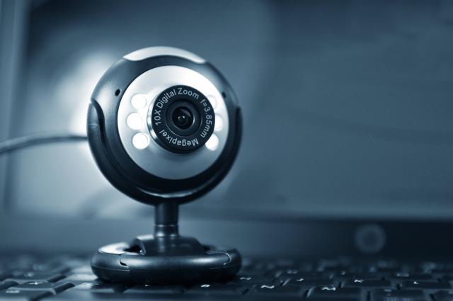 Direktor-FBI-upozorava-Prekrijte-web-kameru-na-kompjuteru