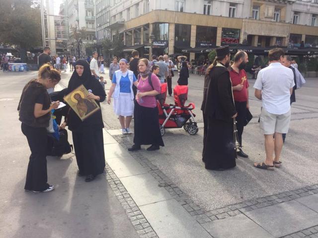 Predstavnici-quotistinske-SPCquot-osvestavaju-Trg-Republike-FOTO