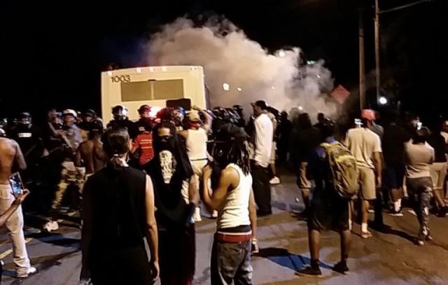Sarlot-Crni-policajac-ubio-crnca-zestoki-protesti-VIDEO