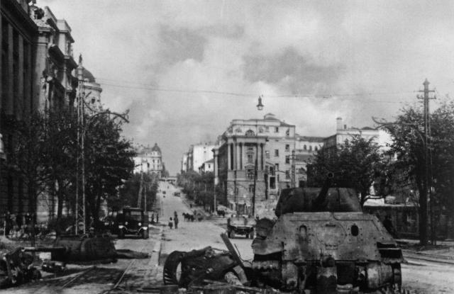Uništeni T-34-85 tenkovi u Kneza Miloša Foto: waralbum.ru