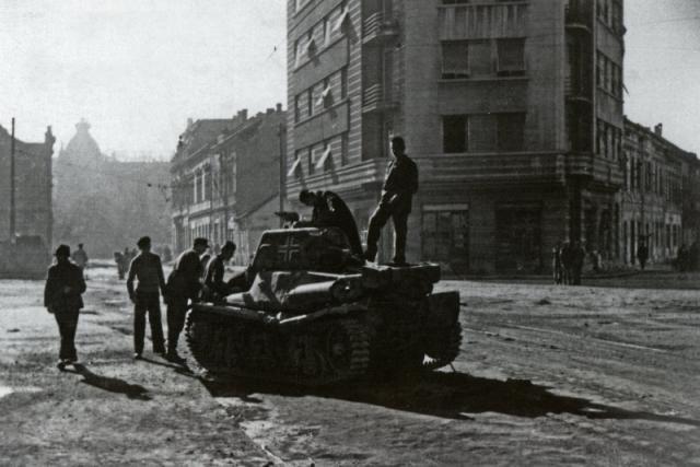 Uništeni nemački tenk, zapravo zarobljeni francuski Pz.Kpfw. 38H 735 Foto: waralbum.ru
