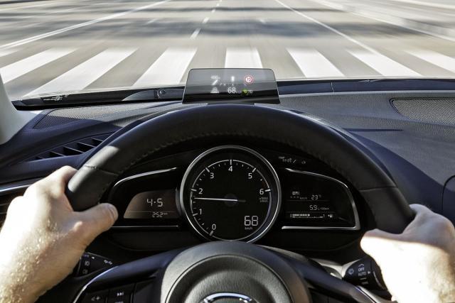 Head up displej prikazuje aktuelne znakove za ograničenje brzine