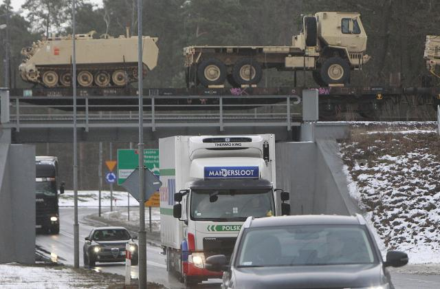 SAD-gomila-ratnu-opremu-u-Evropi-Rusija-To-je-pretnja