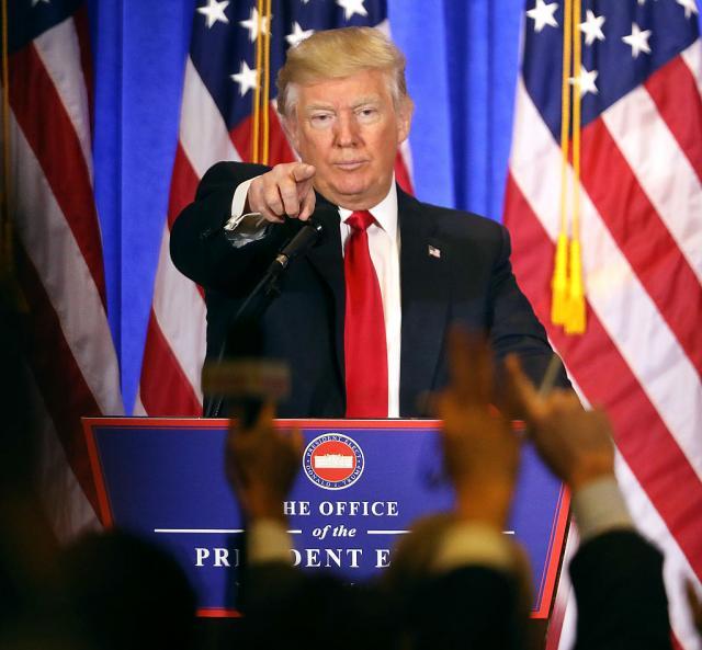 Kako-je-Tramp-ucutako-novinara-CNN-a-VIDEO
