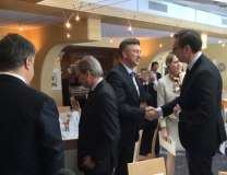 Vucic (R) shakes hands with Plenkovic in Davos on Friday (Tanjug)