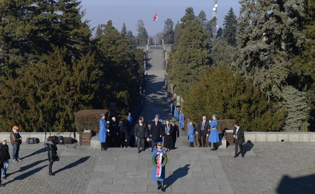 Nikolic and other officials arrive at the monument on Mt. Avala (Tanjug)