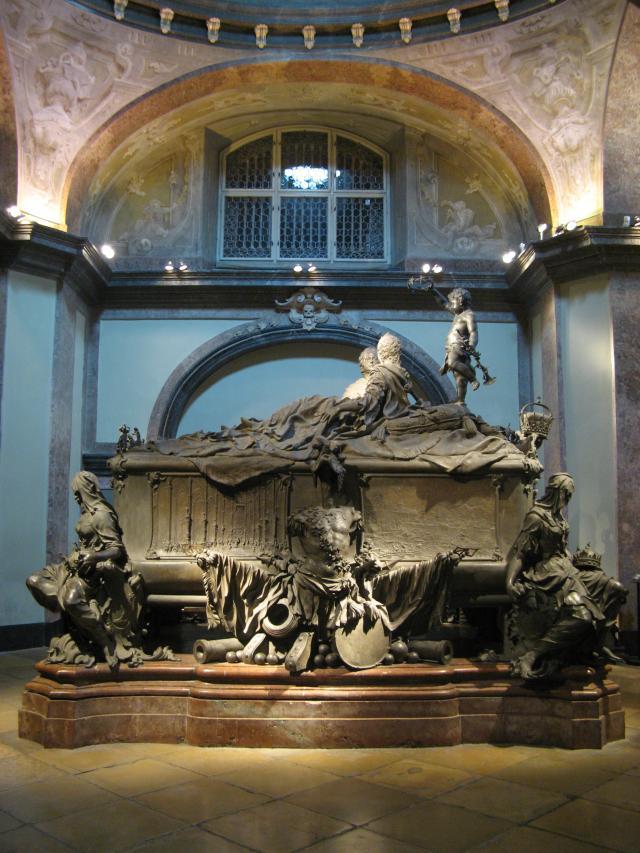 Grobnica Marije Terezije, u kojoj je sahranjena sa svojim suprugom