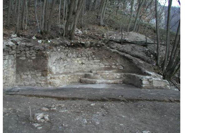 The apse of the church remnants inside Jerina's Town (vaza.co.rs)