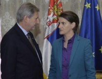Brnabic is seen with EU Commissioner Hahn (Tanjug, file)