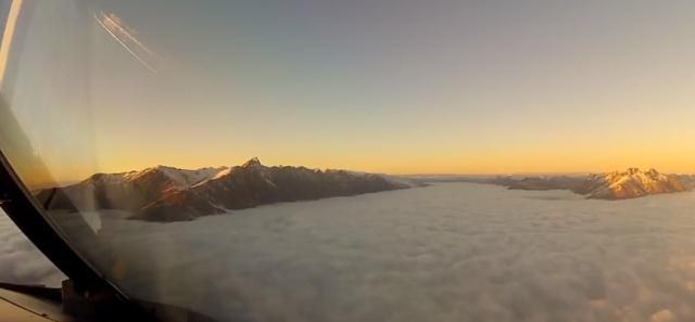 Lep-ali-i-zastrasujuci-pogled-iz-pilotske-kabine-VIDEO