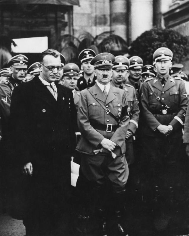 Rajnhard Hajdrih desno od Adolfa Hitlera / GettyImages