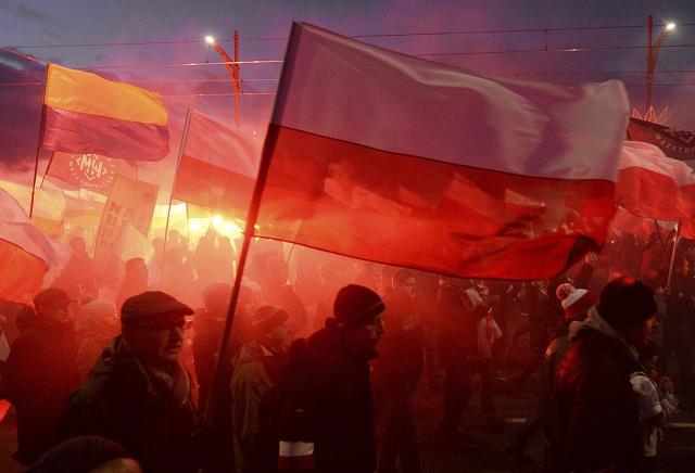 DESETINE HILJADA POLJAKA NA ULICAMA – Protiv imigranata i za hrišćansku Evropu!
