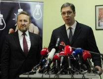 A file photo of Vucic (R) with Izetbegovic (Tanjug)