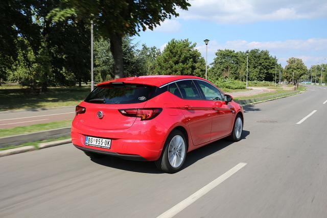 Opel Astra 1.6 CDTi: zapremina 1598 ccm; snaga 100 kW (136 KS) pri 4000 o/min; maks. o. mom. 320 pri 2000 o/min