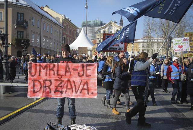 40000-prosvetara-na-ulicama-quotUmrla-je-drzavaquot-FOTO