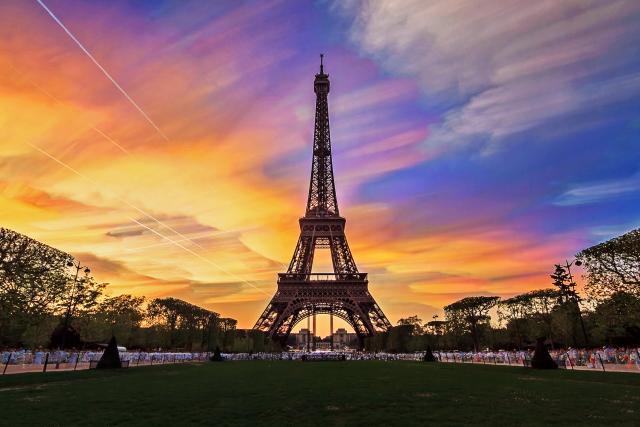 Najpozantiji-simobol-Pariza-dobija-novu-zivopisniju-boju