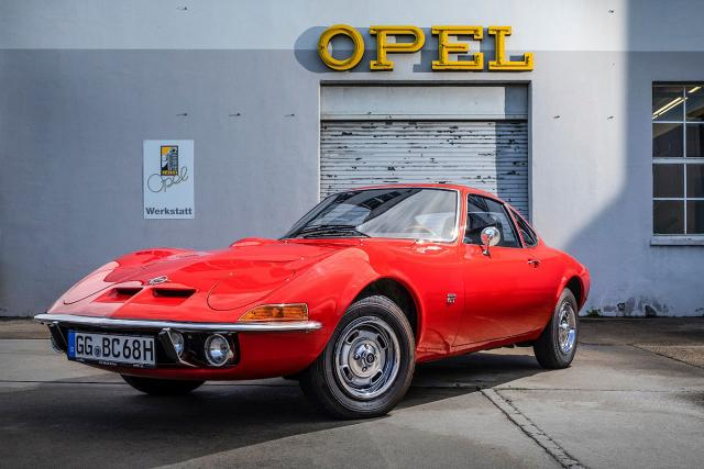 quotSamo-je-letenje-lepsequot-Opelov-GT-slavi-50-rodjendan