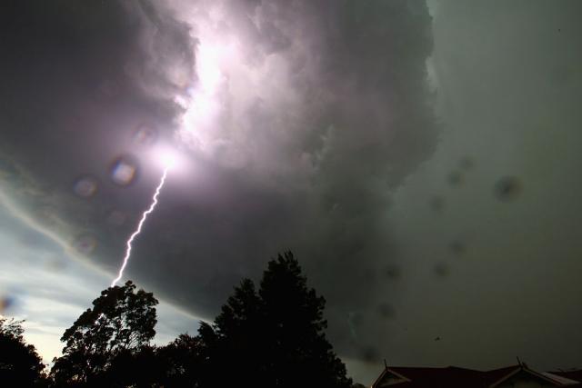 RHMZ-izdao-upozorenje-Kisa-gromovi-grad-olujni-vetar
