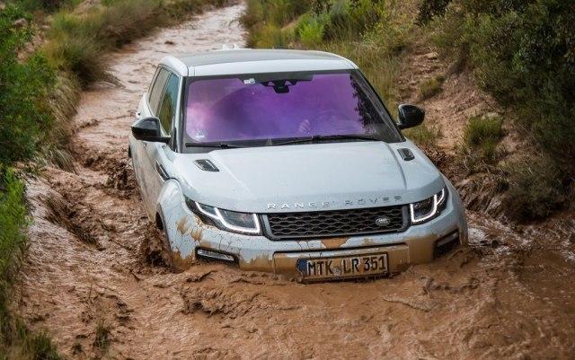 Land-Rover-gasi-Evoque-sa-troja-vrata