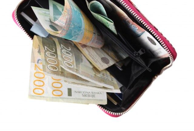 Isti-trgovinski-lanci-u-Srbiji-cene-3x-vece