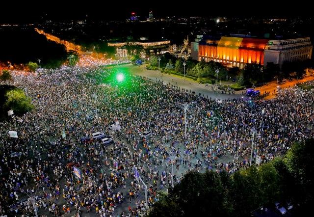 Rumuni-ne-odustaju-nov-protest-Korupcija-ubija-Ostavke