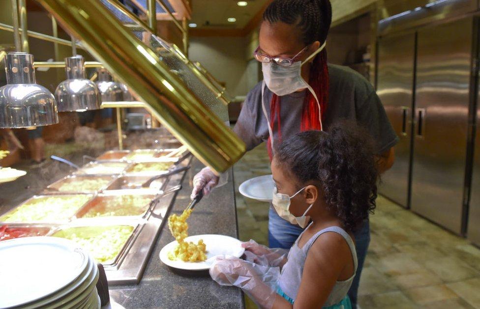 Kantina &Šejdi mejpls& - specijalizovana za hranu Amiša - uvela je obavezno nošenje maski i rukavica/Getty Images