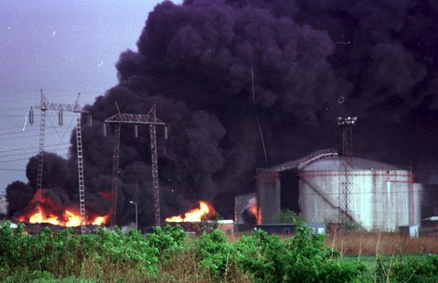 A refinery attacked by NATO (Tanjug)