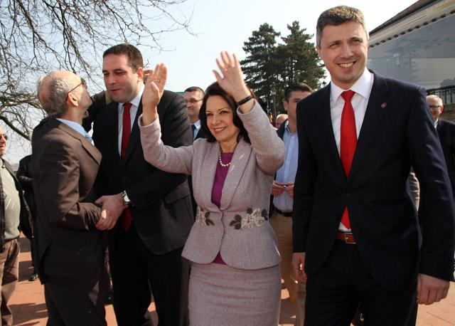 A file photo of Obradovic (R) and Raskovic-Ivic campaigning in Novi Sad (Tanjug)