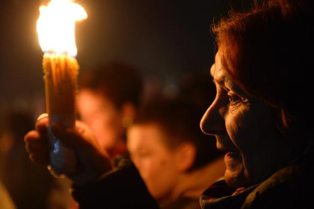 The Holy Fire ceremony in Belgrade late on Sunday (Tanjug)