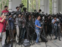 Journalists cover proceedings outside a court in Dhaka, Bangladesh (Tanjug/AP, file, illustration purposes)