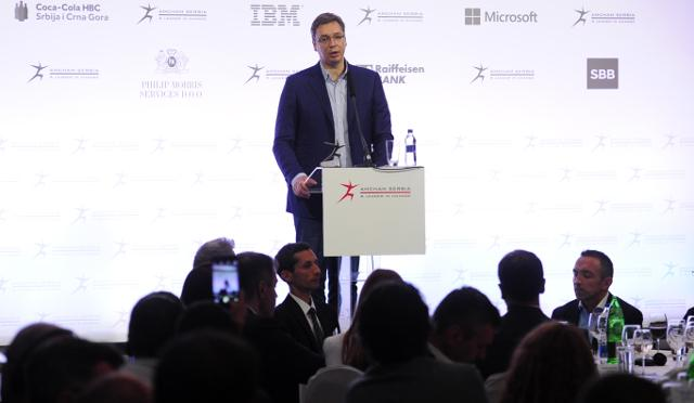 Vucic speaks at the AmCham event on Monday (Tanjug)
