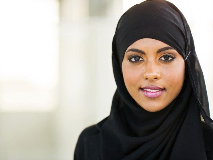 muslim dating engleska djevojka je taylor iz domaćina iz Beverly Hillsa izlazi s domaćica