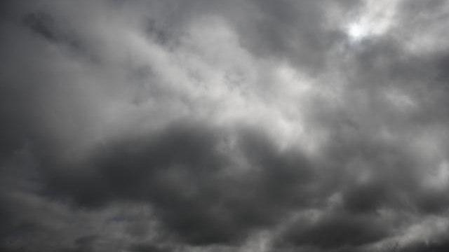 Stizu oblaci, kisa i vetar