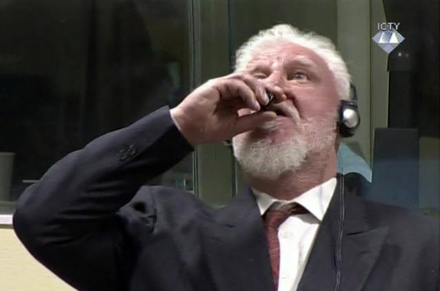 Praljak takes the substance in the Hague courtroom (Tanjug/AP)