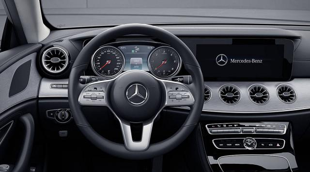 Mercedes CLS za 2018. sa analognom instrument tablom
