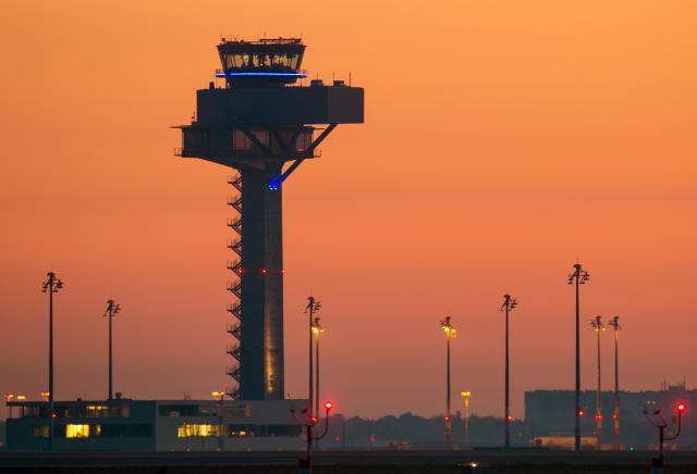 Noćna mora Merkelove – skup aerodrom zvrji prazan