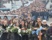 The procession in Kosovska Mitrovica on Wednesday (Tanjug)