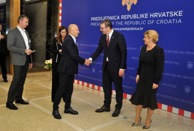 Kostic (L) is seen with presidents Vucic and Grabar-Kitarovic (Tanjug)