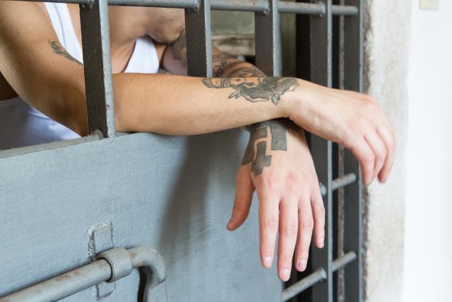 Neki klinac u pritvoru zbog gudriranja