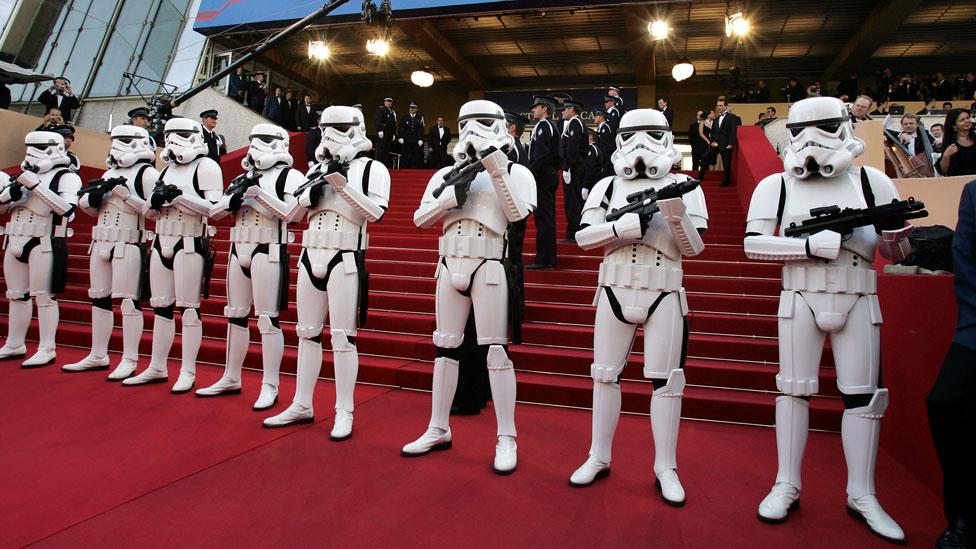 Očekuje se marširanje - Carska garda na crvenom tepihu/Getty Images