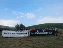 The banner reads, in Serbian and Albanian, 'Bring our colleagues back to us' (Olivera Radic, UNS)
