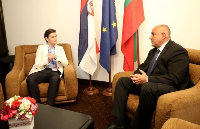 Brnabićeva garantuje da priznanje Kosova nije uslov za EU