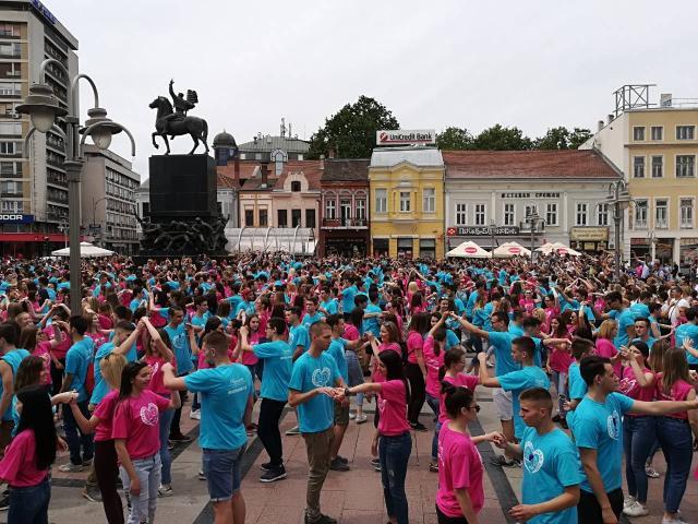 Maturanti zaplesali u Jagodini i Nišu VIDEO