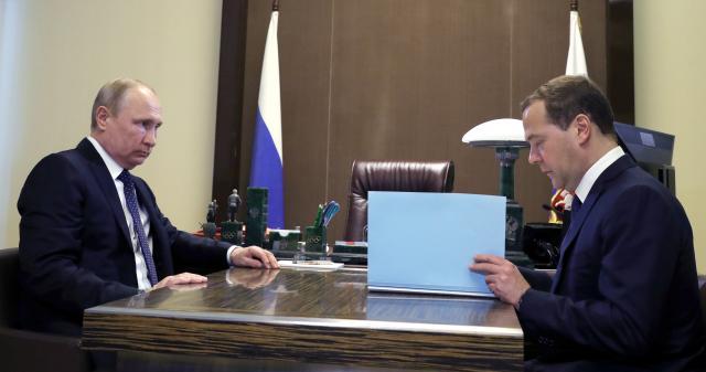 Medvedev predstavio kabinet Putinu, dva imena ne menja