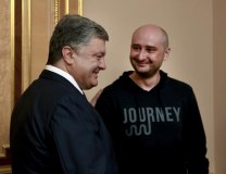 Ukrainian President Petro Poroshenko and Arkady Babchenko speak on May 30 (Tanjug/AP)
