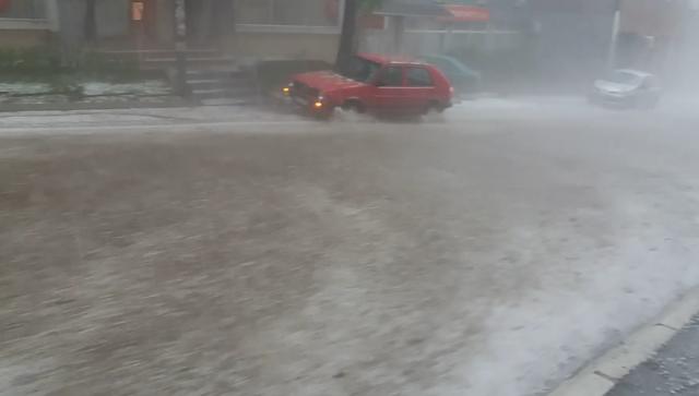 Jaka kiša i grad u Užicu, na ulicama potop FOTO, VIDEO